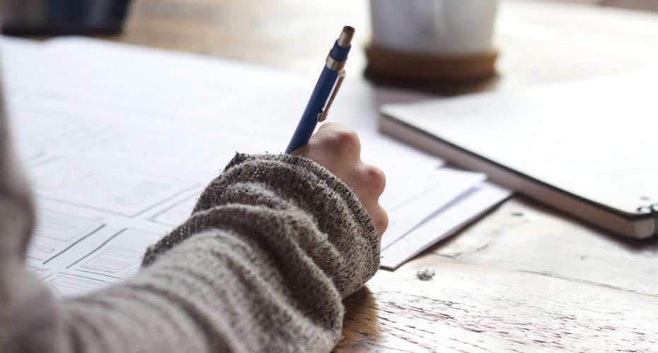 Person schreibt