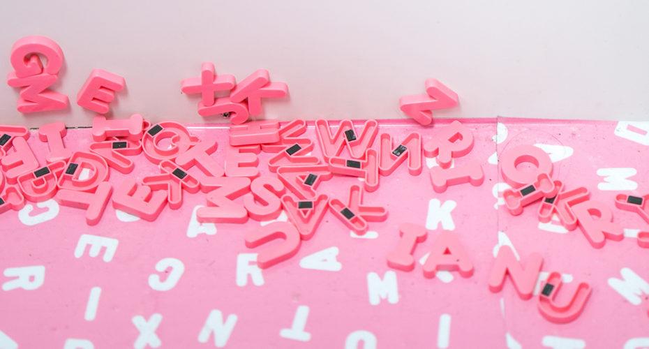 Pinke Buchstaben